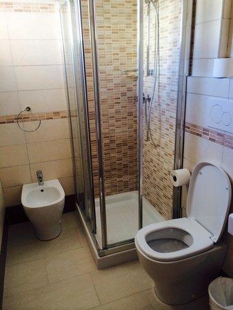 Bagno con box doccia foto di hotel valparaiso rimini - Foto di bagni con doccia ...