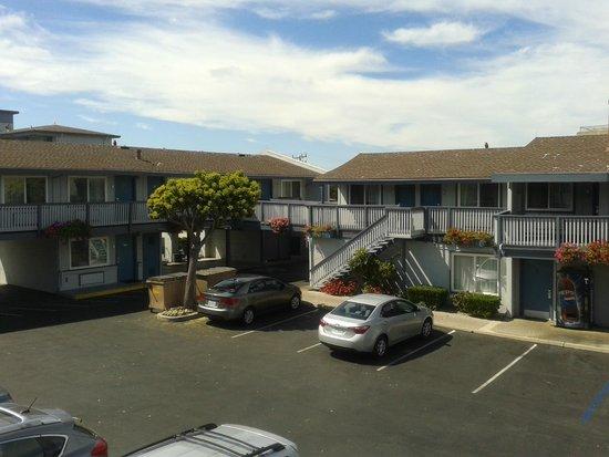 Days Inn Monterey Downtown: parcheggio e ala del motel