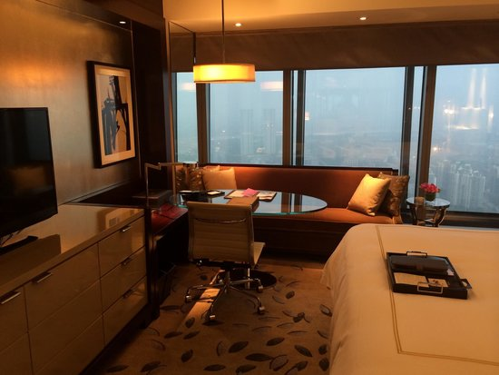 Fairmont Nanjing: The work table