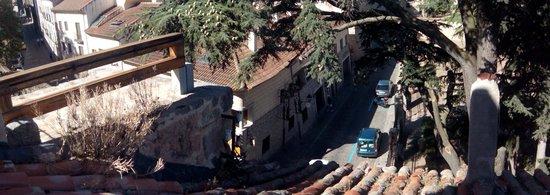 Arco San Vicente : Vista del hotel desde la muralla.