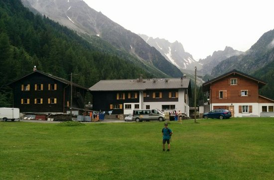 Relais d'Arpette: Arriving from Champex, a welcome sight!