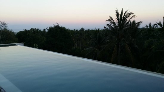 Svarga Resort Lombok : infinity pool