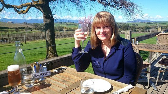 Yarrawood Cellar Door and Cafe: Cheers