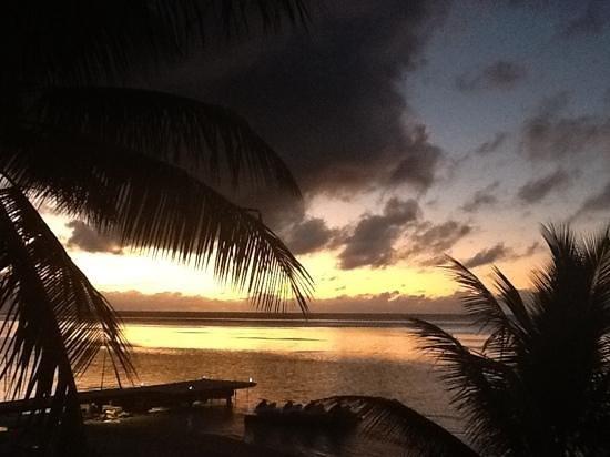 Hilton Moorea Lagoon Resort & Spa : sunset from the deck