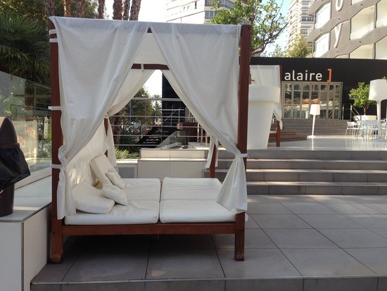 Belroy Hotel: Cabanas to relax on