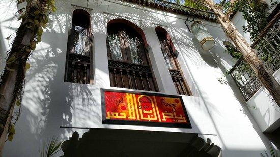 Riad La Porte Rouge : fachada interior sobre la piscina
