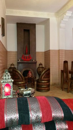 Riad La Porte Rouge : salón interior