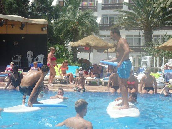 Marhaba Salem : Pool entertainment