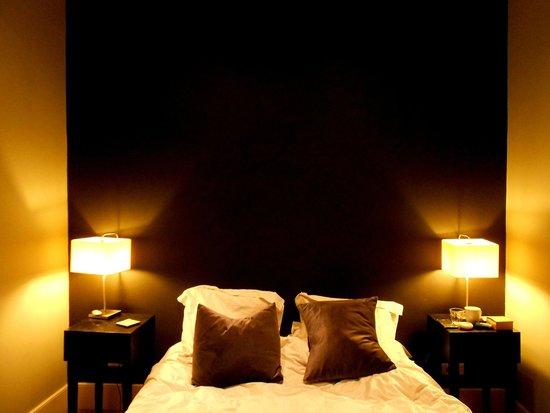 42 Rue Victor Hugo : Bedroom