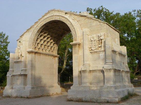 Saint-Paul de Mausole : stupendo il sottarco per i decori a esagoni