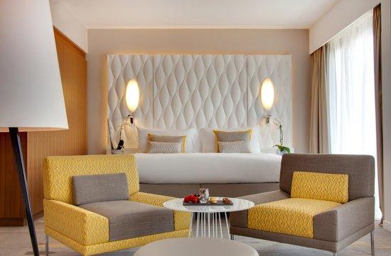 Renaissance Aix-en-Provence Hotel : King Bed