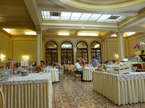 Grand Hotel Royal, BW Premier Collection : El comedor en el desayuno