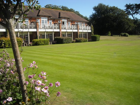Chewton Glen Hotel & Spa: Rear of Hotel and part of grounds.