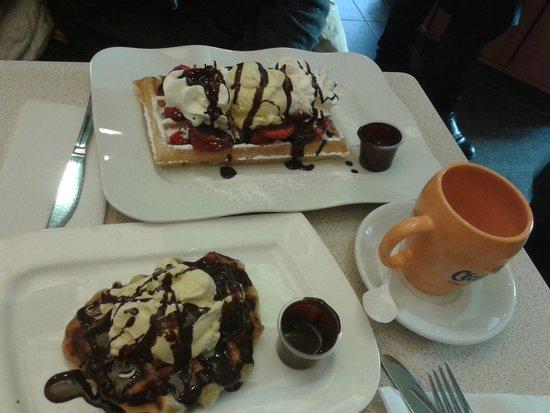 Aux Gaufres de Bruxelles: Waffle