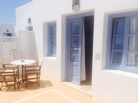 Meltemi Luxury Suites: Room entrance