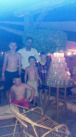 Coral Sea Holiday Village: they made a pyramid out of empty cups !