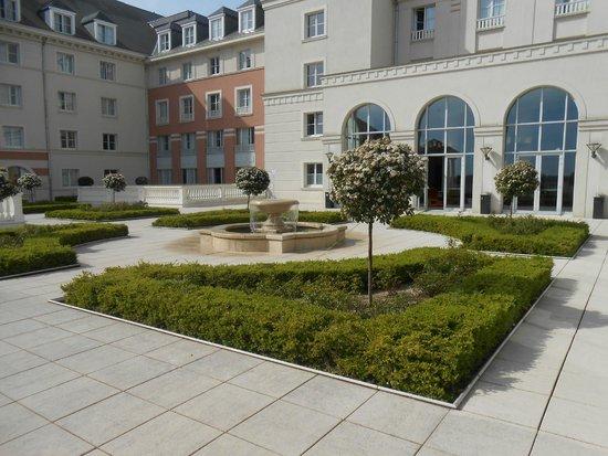 Vienna House Dream Castle Paris: giardini