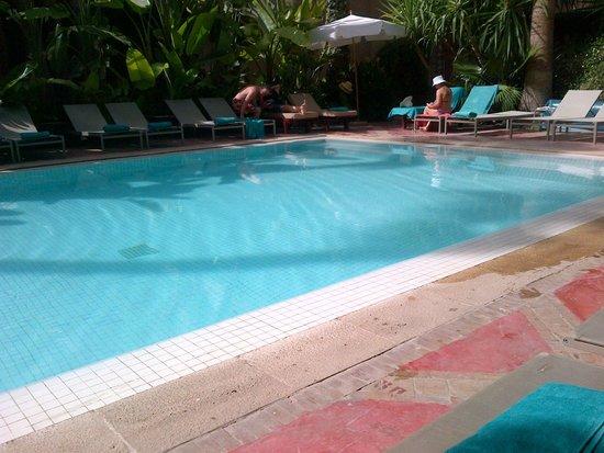 Les Jardins de la Medina: Bella piscina ma...