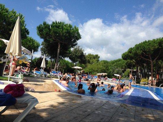 Aparthotel Ciutat de Palol: La piscine