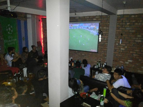 Gatty's Cafe: Gattys Cafe, Darjeeling during World Cup 2014 . Projection lounge room