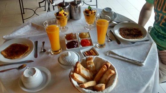 Riad Aguaviva: Desayuno en terraza