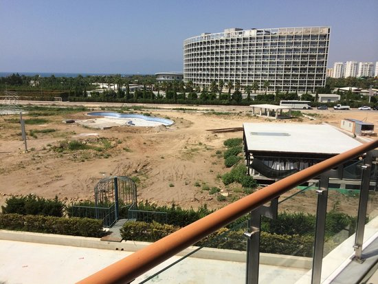 Baia Lara Hotel: My lovely view of the building site!!