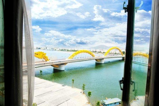 Danang Riverside Hotel: Dragon Bridge