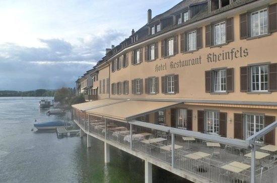Rheinfels: Directly beside the Rhine
