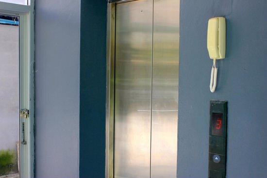 Allya Hotel Phuket Patong Beach: ascensore