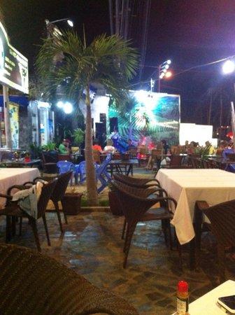 Capriccio Italian Restaurant & Pizzeria: Tables