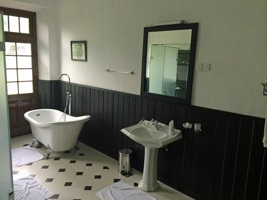 Mountbatten Bungalow - Kandy: Baño