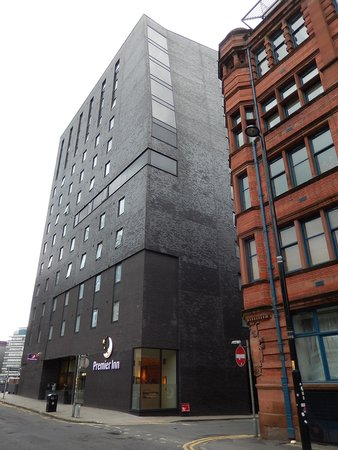 Premier Inn Manchester City Centre (Piccadilly) Hotel: The massive edifice of the Premier Inn