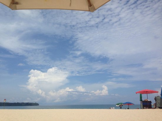 Angsana Laguna Phuket: Laying on the beach at Angsana