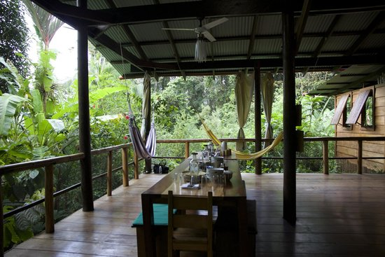 La Loma Jungle Lodge and Chocolate Farm : Breakfast table