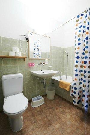 Hotel Bellavista: Bad/WC im Familienzimmer