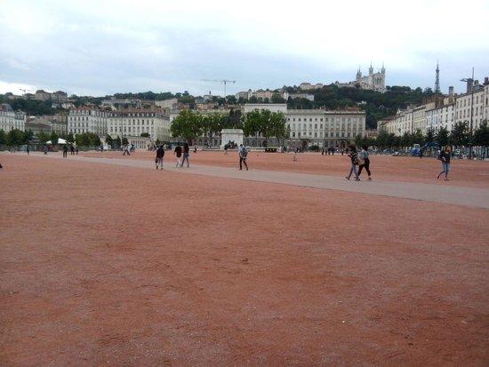 Place Bellecour : Площадь Белькур