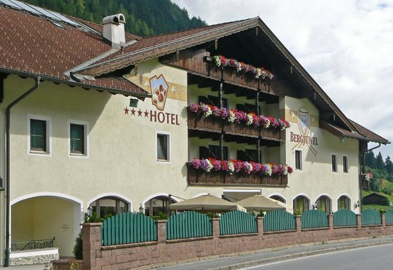 Hotel Bergjuwel: Front of hotel