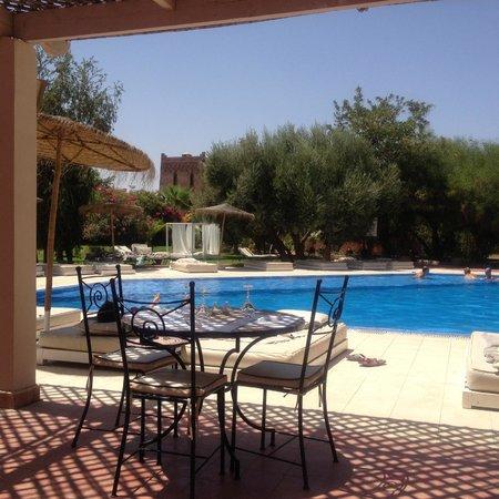 La Maison des Oliviers : Restaurant de la piscine