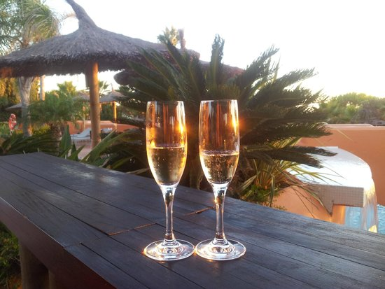 Royal Hideaway Sancti Petri : Brindis disfrutando del hotel