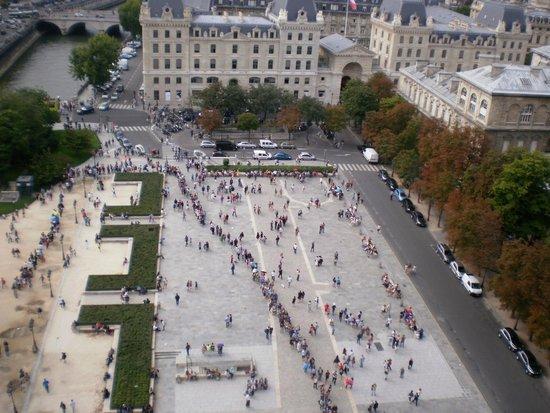 Tours de la Cathedrale Notre-Dame : La Plaza del Atrio