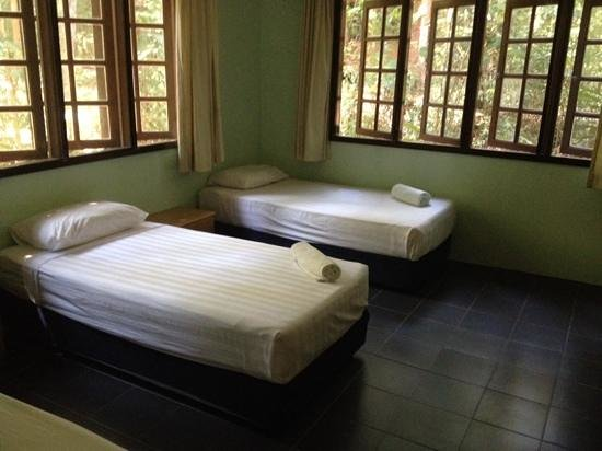 Permai Rainforest Resort: The Cabin bed room
