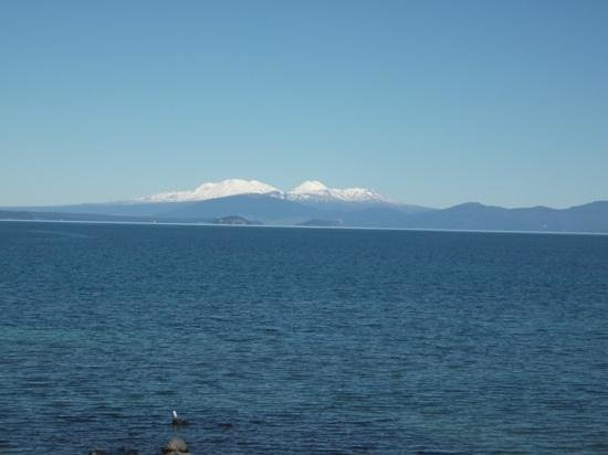 Clearwater Motor Lodge : View across Lake Taupo