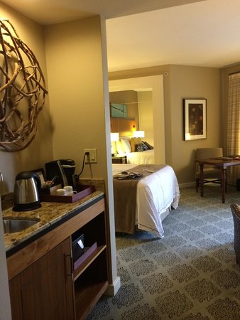 Fairmont Scottsdale Princess: Room with king bed