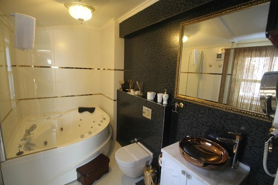 Sultan Tughra Hotel : Honeymoon suite bathroom