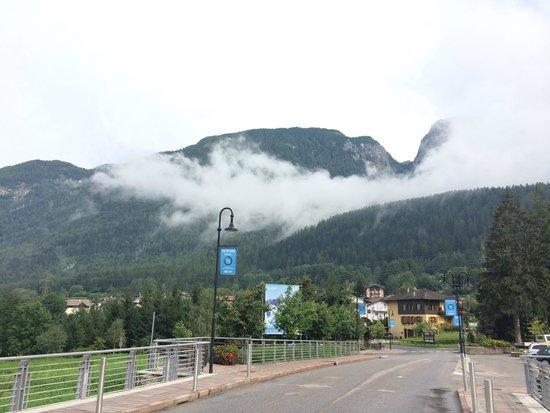 AlpHoliday Dolomiti Wellness & Fun Hotel: Paese