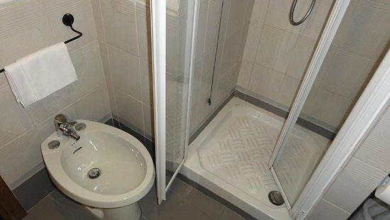 Hotel Andreotti : Baño habitación 119