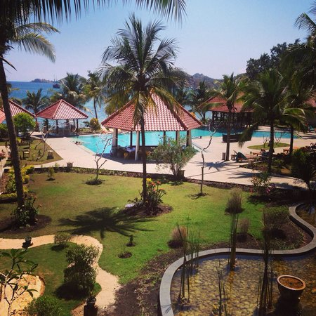 Laprima Hotel: Pool and gardens