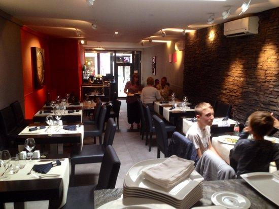 Le restaurant vue de la partie cuisine ouverte picture for Cuisine ouverte restaurant