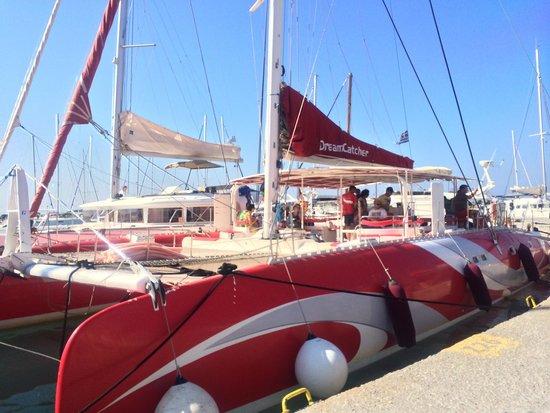 Santorini Sailing : The catamaran