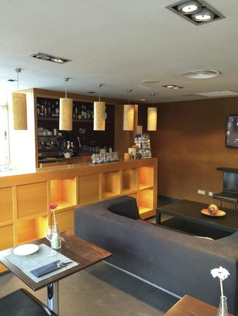 NH Ciudad de Mallorca: A little bar at the hotel, very nice.